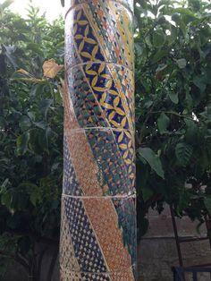 Colonna rivestita in ceramica graffita a mano #pottery #art #design #luxury #italy #italia #fattoamano #ceramichemastro #ceramica #ceramiche #grottaglie #arte #artigianato #column #colonna