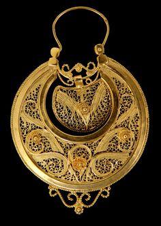 Brincos tradicionais de Viana em filigrana, ouro, Portugal. Portuguese tradicional and popular earrings in gold.