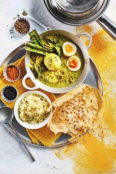 eiercurry met kurkuma | delicious.magazine Goulash, Hummus, Curry, Veggies, Keto, Ethnic Recipes, Food, Delicious Magazine, Sri Lanka