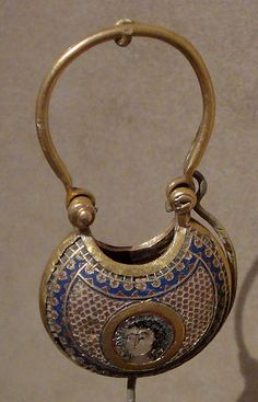 Byzantine temple pendant. Date 	between 1080 and 1150 Medium 	cloisonné enamel and gold Metropolitan Museum.