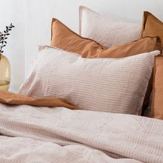 Beach House Bedroom, Home Bedroom, Bedroom Ideas, Organic Cotton Sheets, Online Bedding Stores, Flat Interior, Guest Bedrooms, Striped Linen, Quilt Cover