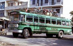 Xe đò Dodge mẫu 1954 – Tuyến đường Sai Gon –Vũng Tàu hình chụp 1970 Vũng Tàu