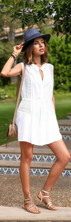 61 Ideas for fashion style summer casual white romper White Romper, White Dress, Fashion Beauty, Girl Fashion, Fashion Story, Estilo Glamour, Cool Outfits, Summer Outfits, Viva Luxury