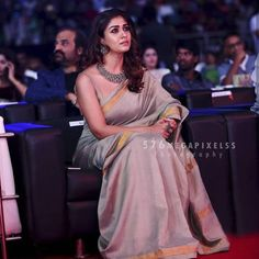 From the choice of accessories to footwear, we are making it easy for you to recreate look. Read on know more about Secrets To Dress Like Nayanthara. Simple Sarees, Trendy Sarees, Fancy Sarees, Sari Blouse Designs, Saree Blouse Patterns, Dress Designs, Indian Beauty Saree, Indian Sarees, Kerala Saree