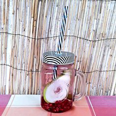 Tart pomegranate seeds and sweet pears make this water burst with a naturally sweet flavour and a fruity aroma! Drinking Jars, Drinking Water, Orange Wheels, Infused Waters, Pomegranate Seeds, Lemon Lime, Cinnamon Apples, Pears, Sweet