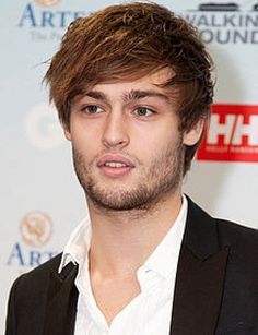 Academy Award nominee Hailee Steinfeld is Juliet and up-and-coming British actor Douglas Booth is Romeo. Description from article.wn.com. I searched for this on bing.com/images