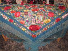 Mantones antiguos y joyas de época Picnic Blanket, Outdoor Blanket, Quilts, Clothes For Women, Shawls, Piano, Clothing, Jewels, Needlepoint