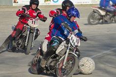 perierga.gr - Motoball: Ποδόσφαιρο με μοτοσικλέτες!