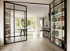 Moderne Kamer en suite. Bekijk het hele project en vind wooninspiratie op www.walhalla.com.