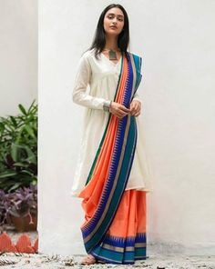 Check Out Most Stylish Blouse Designs For Cotton Saree - Saree Styles Saree Wearing Styles, Saree Styles, Sari Draping Styles, Trendy Sarees, Stylish Sarees, Indian Dresses, Indian Outfits, Saris Indios, Woman Clothing
