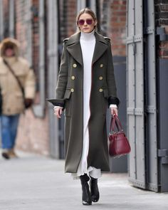 Celebrity Street Style Olivia Palermo in a white turtleneck midi dress, long olive green coat and black booties - click through for more winter outfit. Estilo Olivia Palermo, Olivia Palermo Style 2017, Olivia Palermo Lookbook, Mantel Styling, Look Fashion, Winter Fashion, Milan Fashion, Fashion Coat, Fashion Beauty