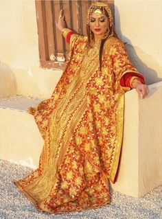 Traditional khaleeji dress (thobe). Traditional Fashion, Traditional Dresses, Orientation Outfit, Beautiful Muslim Women, Arab Fashion, Boho Life, Capes For Women, Cape Dress, Pakistani Dresses