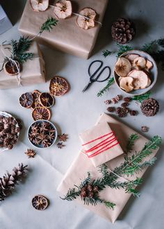 Natural Gift Wrap Ideas - A Daily Something - Earthy Simple Gift Wrapping Ideas Cozy Christmas, Simple Christmas, Beautiful Christmas, Christmas Gifts, Sustainable Gifts, Christmas Party Decorations, Christmas Gift Wrapping, Paper Gifts, Christmas Pictures