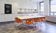 Proyecto internacional en Banca Privada de Luxemburgo. Prestamos especial atención al office corporativo. Table, Furniture, Home Decor, Luxembourg, Private Banking, Offices, Interiors, Blue Prints, Decoration Home
