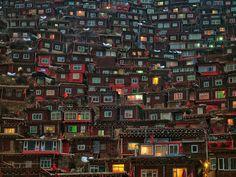 Larung Gar, na China, lar da maior escola budista do mundo