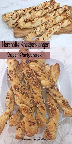 Herzhafte Knusperstangen aus Blätterteig selber backen ist ganz einfach und schnell gemacht. Die herzhaften Knusperstangen sind ein perfekter Partysnack und kommen immer super an. Ob an Silvester, zur Geburtstagsfeier oder einfach so, meine Familie liebt sie, dann sie Ruck Zuck gemacht sind. #Knusperstangen #Knusperstangenrezepte #Knusperstangenblätterteig #schnell #einfach #deutsch #wievombäcker #kinder #herzhaft #käse #rezept