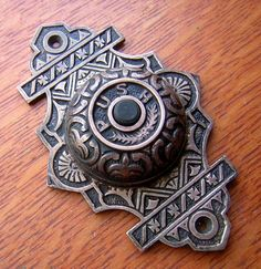 Unique Styles of Vintage Doorbell Button — Jowilfried Tsonga Decor Doorbell Cover, Doorbell Button, Victorian Front Doors, Doorbell Chime, Victorian Design, Victorian Era, Vintage Windows, Antique Hardware, Aesthetic Design