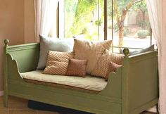 Ana White | Build a Lydia Daybed | Free and Easy DIY Project and Furniture Plans      Ook leuk