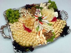 obložené mísy sýrové - Hledat Googlem Fondue, Cheese Platters, Carne, Acai Bowl, Food And Drink, Breakfast, Celebrations, Party Nibbles, Cheese Trays