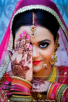 Shiva Pandey Photography provides the best Candid wedding photography, traditional wedding photography, Engagement Photography and Pre Wedding Photoshoot Package at best and affordable prices in Lucknow.