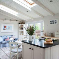 Küchen Küchenideen Küchengeräte Wohnideen Möbel Dekoration Decoration Living Idea Interiors home kitchen - Landhausküche mit Sitzecke