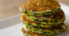 Spinach pancakes by Greek chef Akis Petretzikis. Delicious spinach pancakes with aromatics. Try them for breakfast, brunch or any time of day for a snack! Greek Recipes, My Recipes, Whole Food Recipes, Recipies, Frozen Fruit Smoothie, Spinach Pancakes, Chocolate Smoothie Recipes, Waffle Sandwich, Make Ahead Breakfast