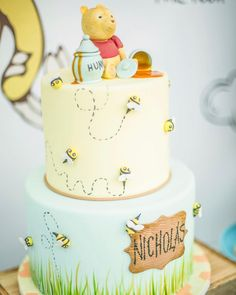 Sometimes the smallest things take up the most room in your heart -Winnie The Pooh Design/Setup/Locatio – Baby Shower Winnie Pooh Cake, Winnie The Pooh Themes, Vintage Winnie The Pooh, Winnie The Pooh Birthday, Baby Boy 1st Birthday, Birthday Cake, Baby Shower Cake Sayings, Baby Shower Cakes, Baby Boy Shower