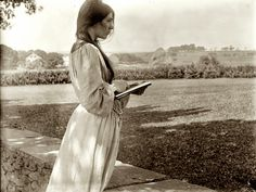 vintage everyday: The sketch, posed by Beatrice Baxter in Newport, Rhode Island, 1902