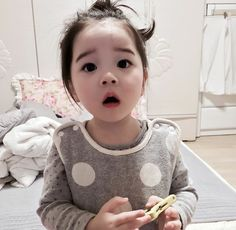 Baby clothes should be selected according to what? How to wash baby clothes? What should be considered when choosing baby clothes in shopping? Baby clothes should be selected according to … Cute Asian Babies, Korean Babies, Asian Kids, Cute Babies, Asian Child, Cute Little Baby, Cute Baby Girl, Little Babies, Cute Korean