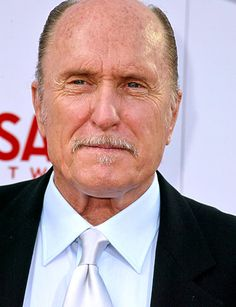 who does't love robert duvall.  the man is awesome!