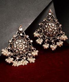 Gold Jewelry Design In India Gold Jewelry Simple, Gold Rings Jewelry, Gold Jewellery Design, Sterling Silver Jewelry, Jewelery, Jewellery Earrings, Silver Bracelets, Jewelry Stand, Handmade Jewellery