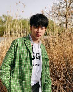 ◜ ˗ˏˋpinterest ; @moonlightmonthˎˊ˗ ◞ Asian Boys, Asian Men, Beautiful Boys, Beautiful People, Korean Fashion Men, Boy Poses, Korean Aesthetic, Boys Sweaters, Ulzzang Boy