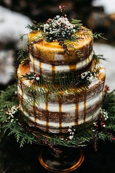42 Yummy And Trendy Drip Wedding Cakes Unique, non-traditional cakes become more and more popular for wedding. Taking the internet by storm, drip wedding cakes became one of the hottest trends. Wedding Cake Rustic, Elegant Wedding Cakes, Beautiful Wedding Cakes, Wedding Cake Designs, Woodland Wedding, Beautiful Cakes, Trendy Wedding, Cake Wedding, Woodland Cake