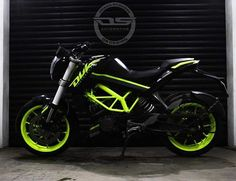 New KTM Duke 200 modified - Black-Fluorescent Green 2017 - ModifiedX Duke Motorcycle, Duke Bike, Motorcycle Types, Ktm 200, Ktm Duke 200, Moto Wallpapers, Gaming Wallpapers, Royal Enfield Classic 350cc, Easy Love Drawings