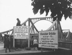 Glienicker Brücke bei Berlin, 1967 tikitu/Timeline Images #60er #60s #blackandwhitefotography #nostalgie #nostalgic #historisch #historical #vintage #retro #brücke #bridge #berlin #gdr #ddr #separation #separatet #teilung #deutscheteilung #geteilt #history #frontier #border #grenze #innerdeutsch Berlin, Broadway Shows, Fair Grounds, Retro, American, Travel, Vintage, Nostalgia, Viajes