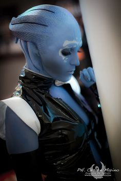 amazing makeup cosplay | This Mass Effect Asari Cosplay Looks Good Enough For The Movie | Giant ...