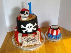 Pirate cake with smash
