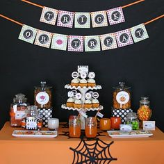 Glorious Treats » Halloween Treats Table