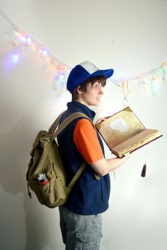 Dipper Pines excited by another mystery in Gravity Falls. Dipper Pines - Bridget Another Mystery Gravity Falls Costumes, Gravity Falls Cosplay, Mable Pines, Dipper Pines, Amazing Cosplay, Best Cosplay, Anime Cosplay, Anime Costumes, Cosplay Costumes
