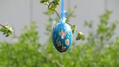 Dashing Blue Colored Hanging Egg Shell For Outdoor Decor #eggshelldecor #eggshellcraft