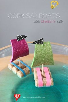 Cork Sail Boats {With Sparkly Sails} - Mama.Papa.Bubba. Con unos tapones de corcho, un pincho de madera, unas gomas e imaginación podemos hacer unos barquitos que además flotan y soplando acabaremos haciendo carreras.<br> Oh my goodness. Miss G and I had so much fun with this little project this afternoon. The best part is that it was completely impromptu. She wanted 'to craft' as she always says, and when digging through our craft supply drawer, came across a little bag of corks we scored… Kids Crafts, Diy Craft Projects, Wine Cork Projects, Wine Cork Crafts, Crafts For Kids To Make, Cute Crafts, Craft Ideas, Kids Diy, Project Ideas