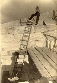 Frédéric Boissonnas photographiant le Parthénon à Athènes