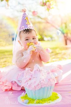 Curitiba, Kelli Homeniuk, Ensaio de bebê, 11 meses, 1 aninho, pré aniversário, bolo big Cupcake, Smash The Cake, Cake Smash, bolo, externo, princesa, flores, rosa, menina, chalkboard (41)9729-6585 ©Kelli Homeniuk - Fotografia Profissional