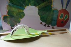 Tolles und realistisches Raupen-DIY – Reges Leben Summer Diy, Bunt, Spring, Nature, Aktiv, Hungry Caterpillar Nursery, Butterfly Project, Leaf Stencil, Beautiful Things
