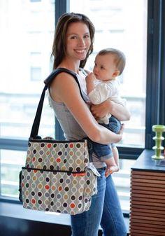 Prebaľovacia taška Duo Deluxe je praktická taška na cesty, do ktorej sa vám zmestia všetky potrebné veci.