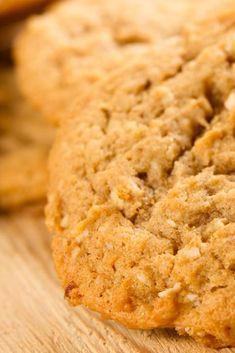 Zin om koekjes te bakken? Probeer deze havermout koekjes. Dit recept is voor circa 24 koekjes. Speculoos Cookies, Oatmeal Cookies, Healthy Dessert Recipes, Cookie Recipes, Desserts, Baking Basics, Butter Cookies Recipe, Fun Cooking, High Tea