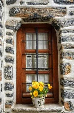 Makrinitsa, Thessaly, Greece More 54 Lovely Home Decor Ideas That Will Make Your Home Look Fantastic – Makrinitsa, Thessaly, Greece More Source Old Windows, Windows And Doors, Architecture Details, Interior Architecture, Modern Interior, European Windows, Window View, Window Art, Window Dressings