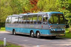A few of my favourite buses & coaches. Bedford Buses, The Bedford, Volkswagen Bus, Vw Camper, American Giant, Old Lorries, Bus Coach, London Bus, Busses