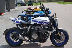The bold Yamaha. XJR with SC project exhaust Bobber Motorcycle, Motorcycle Design, Bike Design, Yamaha Cafe Racer, Cafe Bike, Cafe Racers, Xjr 1300, Custom Cafe Racer, Suzuki Gsx