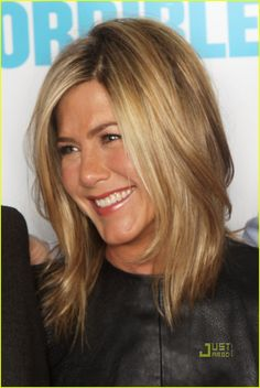 This is the exact hair color I want! Light brown hair with honey blonde highlights. I always love Jennifer's hair color!
